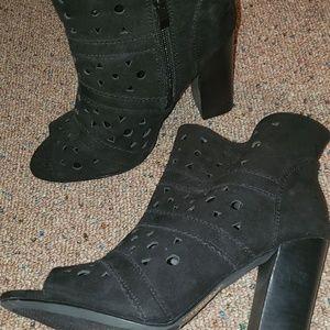 Torrid geometric heels